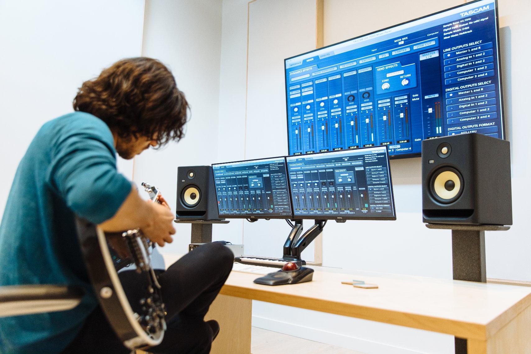 KRK ROKIT G4 Studio